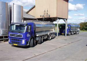 Tværmose Minkfodercentrals lastbil og silo