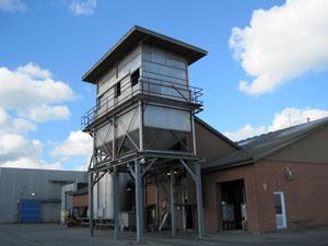 Påfyldningsområde og silo til foder til mink